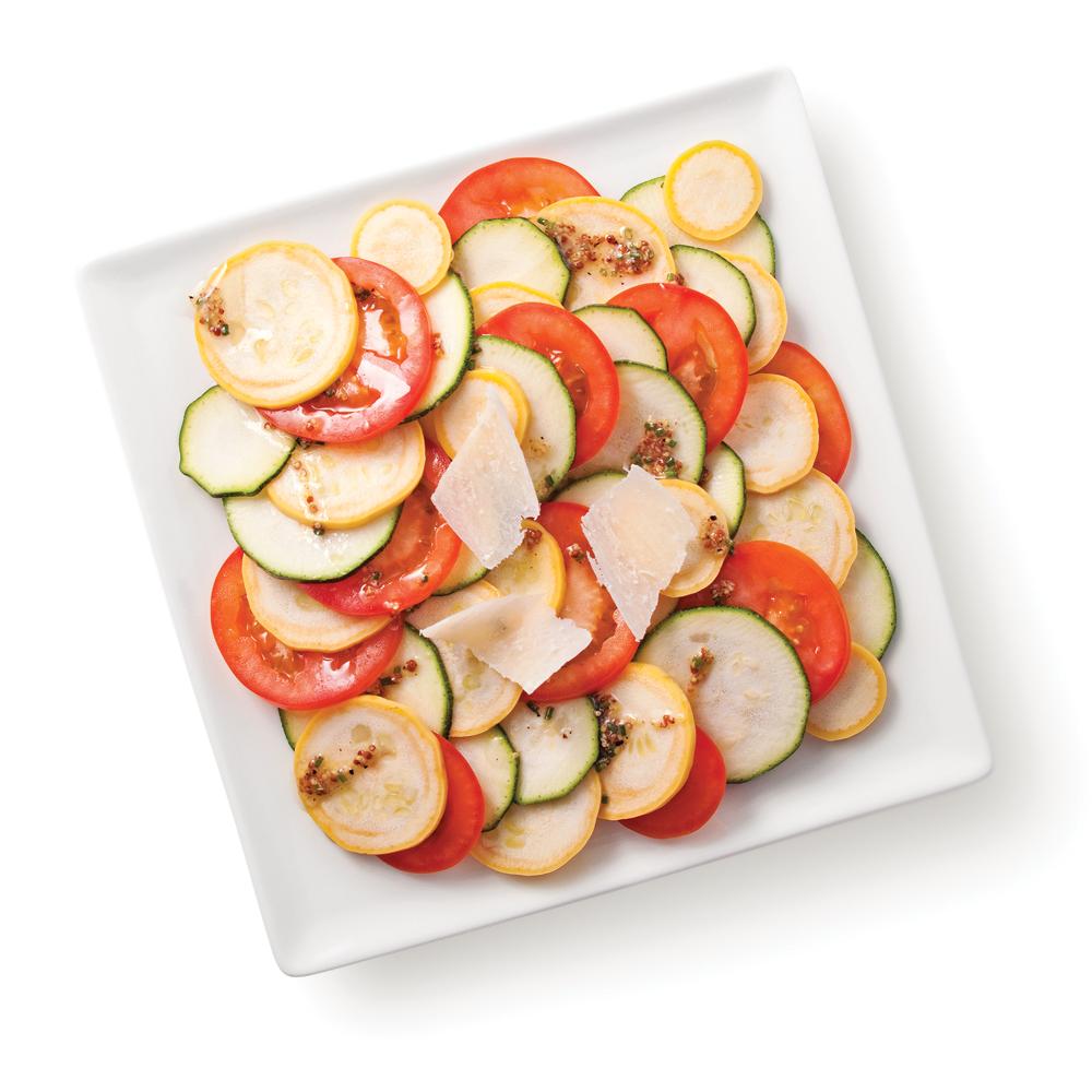 Courgettes en carpaccio avec tomates et parmesan