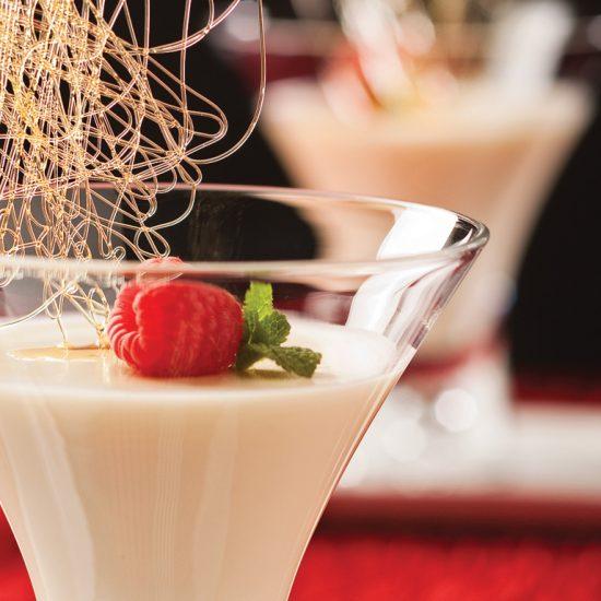 Panna cotta au chocolat blanc et fruits exotiques en verrine
