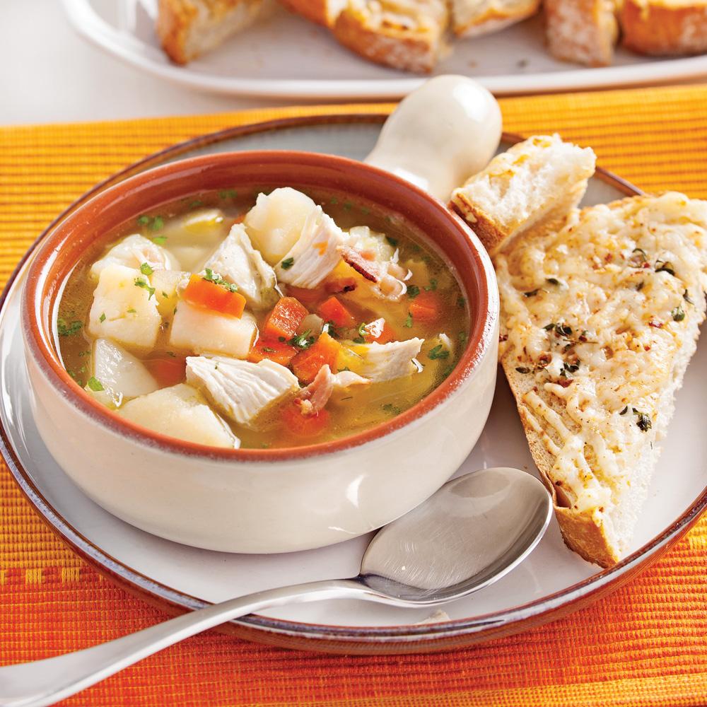 Soupe au poulet et légumes du jardin