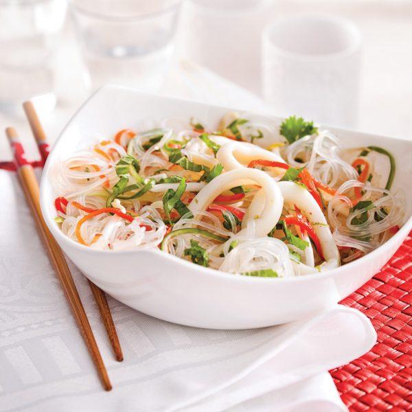Salade de calmars et vermicelles, vinaigrette épicée à la lime
