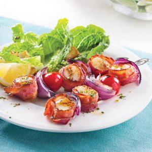Brochettes de pétoncles au bacon et tomates cerises