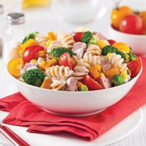 Salade de pâtes au jambon et légumes