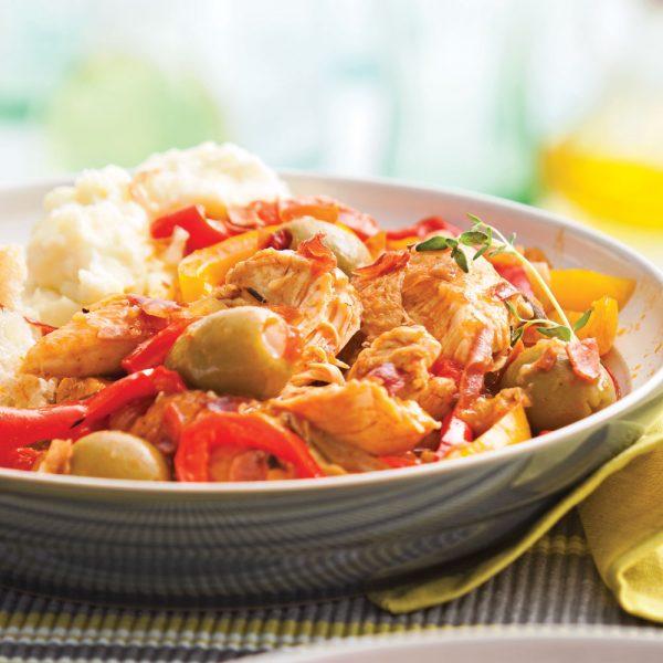 Mijoté de poulet aux poivrons et olives