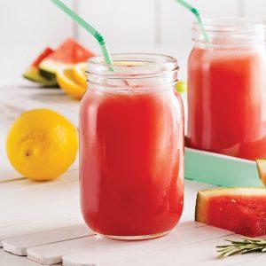 Smoothie rafraîchissant au melon d'eau et romarin