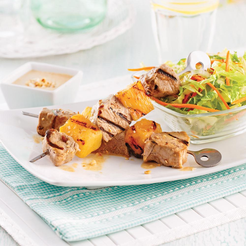 Brochettes de porc et ananas, sauce aux arachides
