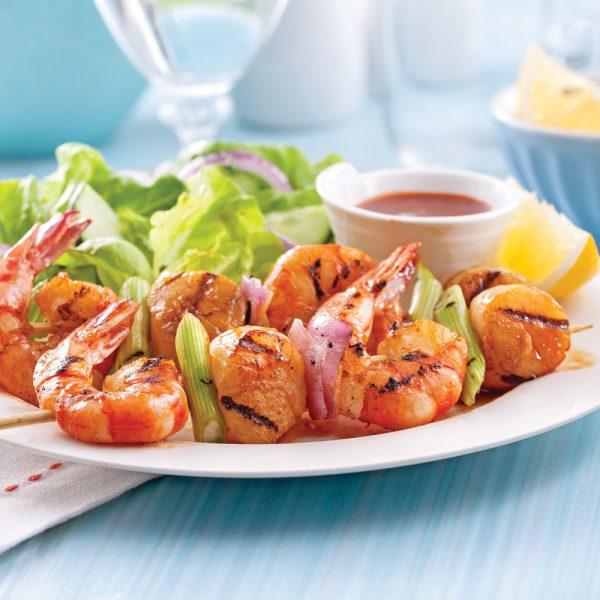 Brochettes de crevettes et pétoncles, sauce épicée