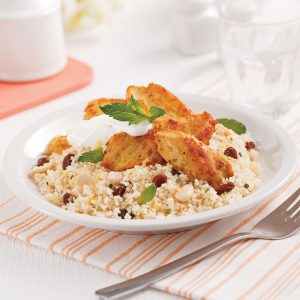 Poulet marocain sur couscous aux raisins secs et amandes
