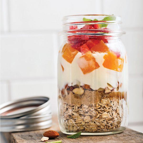 Gruau en pot aux fraises et mangue