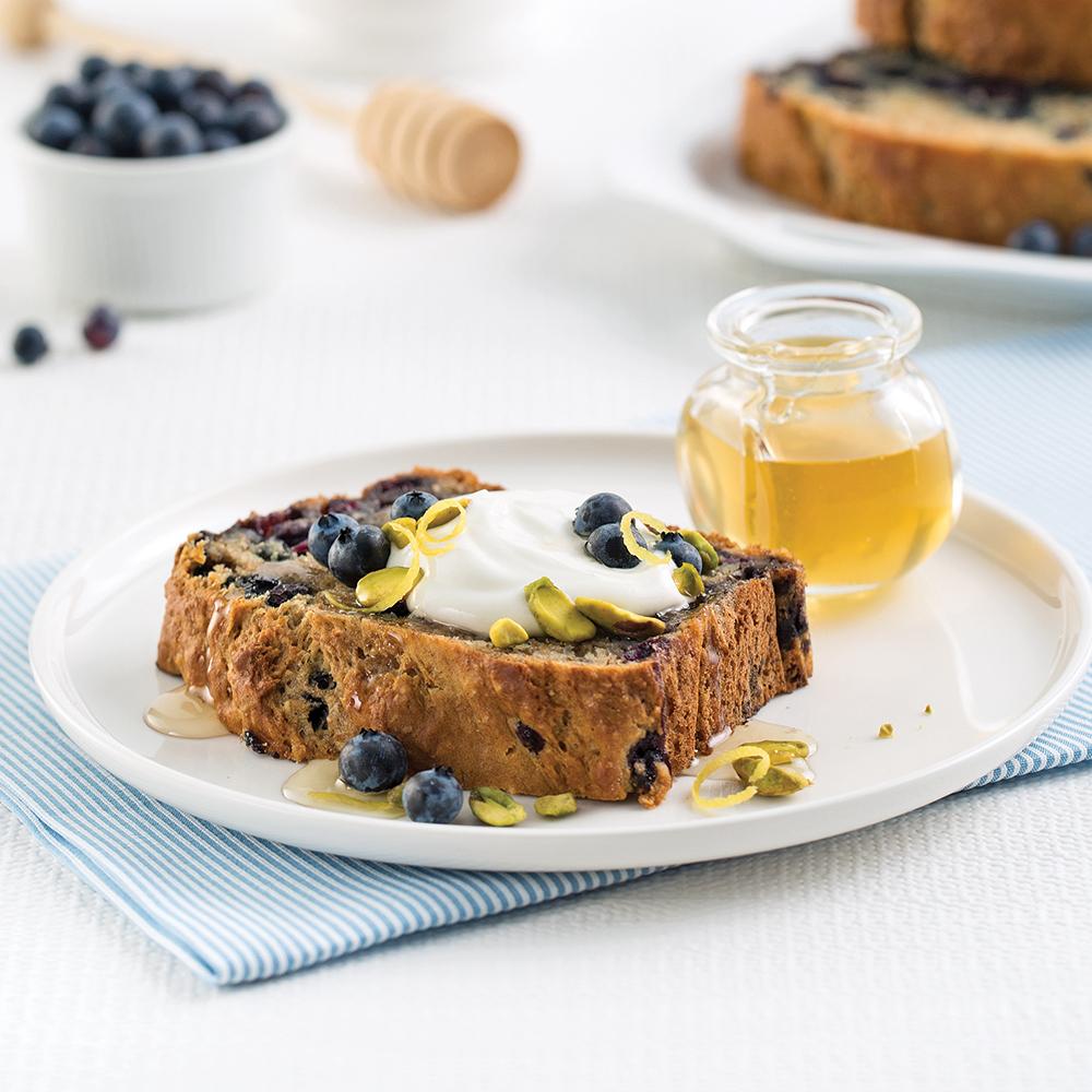 Pain aux bleuets, citron et pistaches sans œufs