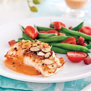 Filets de poisson aux amandes, sauce rosée