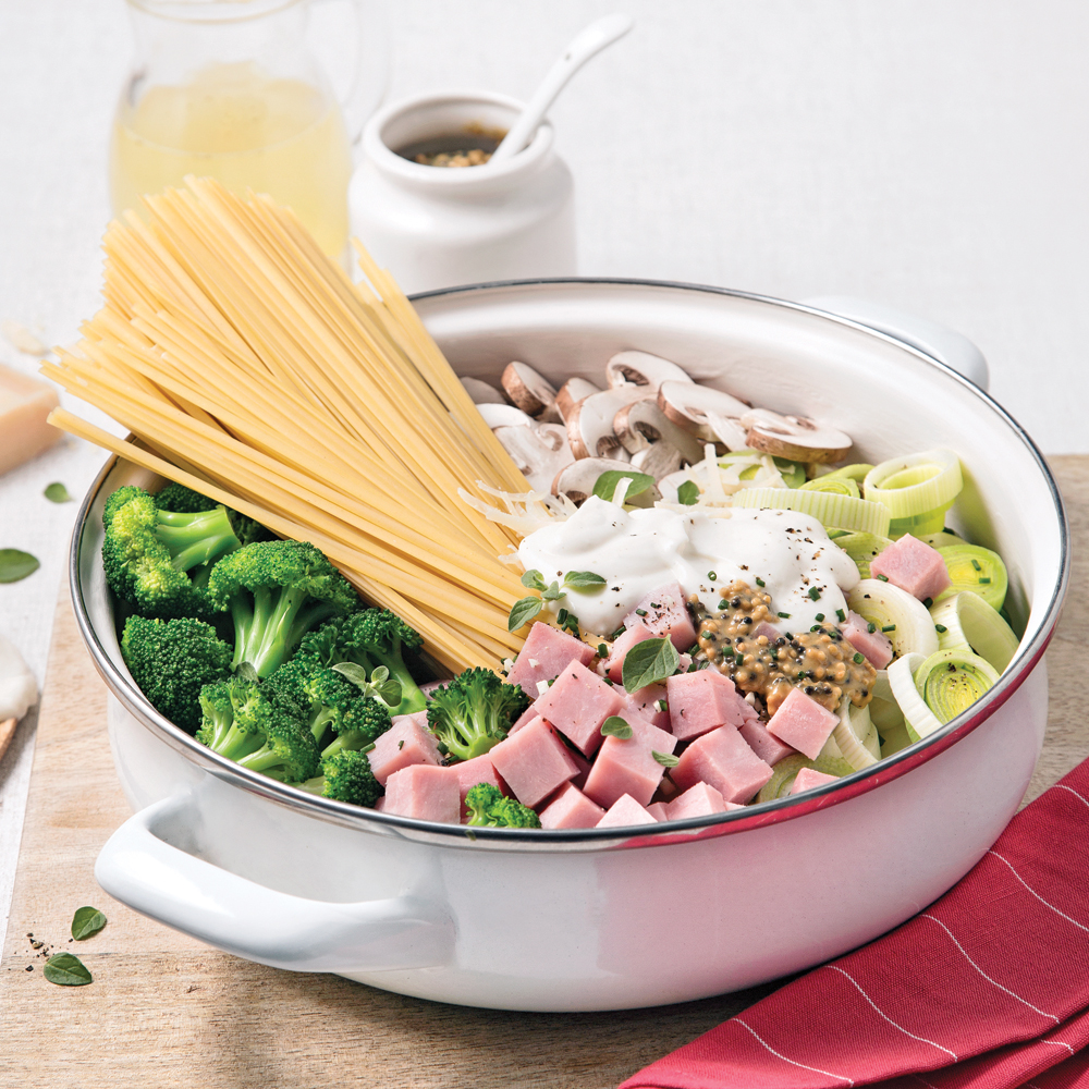 Linguines au jambon, brocoli et fines herbes