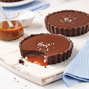 Mini-tartes chocolat et caramel-coco salé