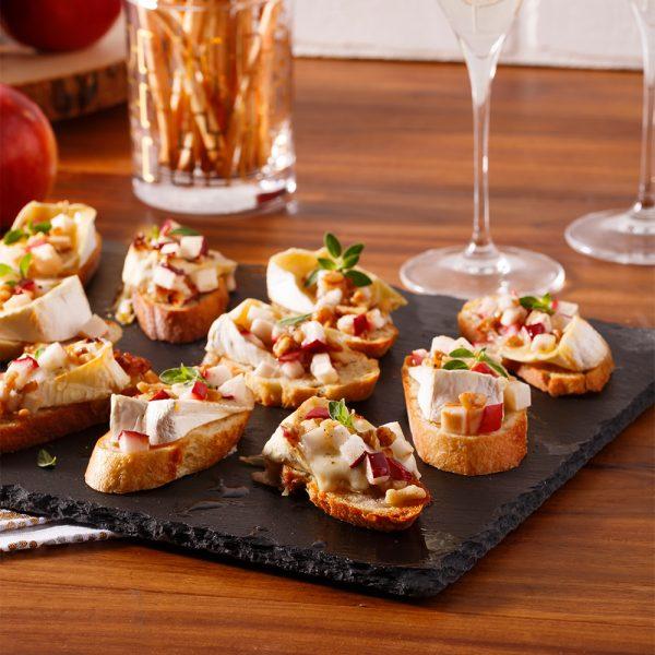 Crostinis de pomme, brie et noix