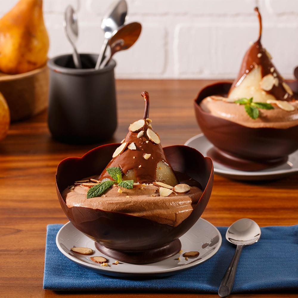 Poire Belle-Hélène en coupe chocolatée