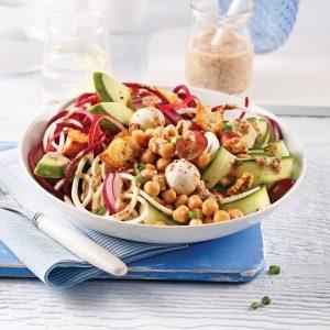 Salade de légumes spirales, pois chiches et bocconcinis
