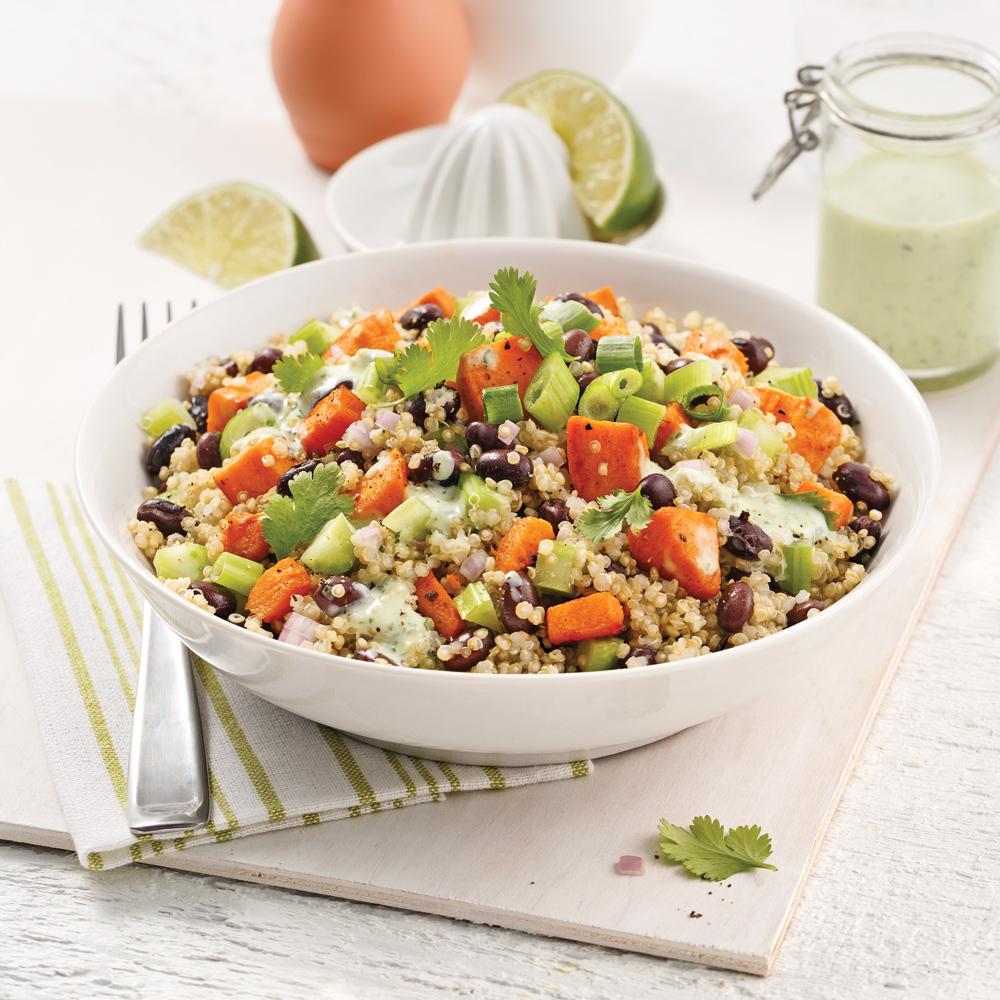 Bol de quinoa, haricots noirs et patates douces