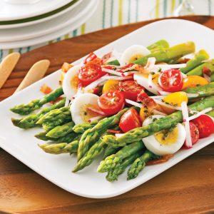 Salade d'asperges, tomates et oeufs