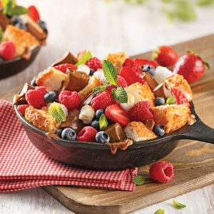Poêlon s'more aux fruits et gâteau des anges