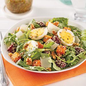 Salade tiède à la courge grillée, betteraves et oeufs