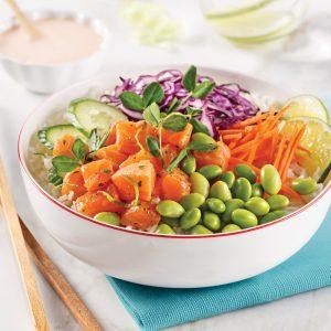 Poke bowl au saumon et sauce au gingembre mariné