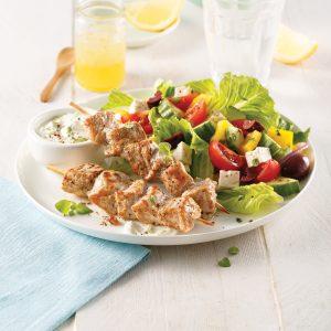 Souvlakis de porc et salade grecque