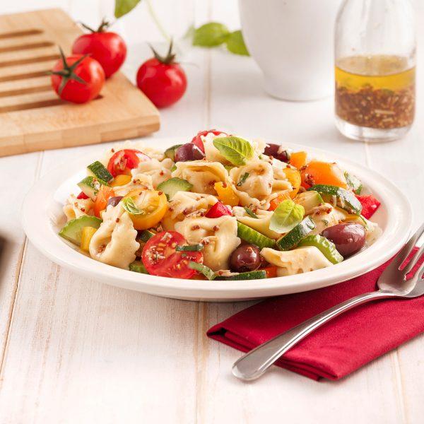 Salade de tortellinis colorée
