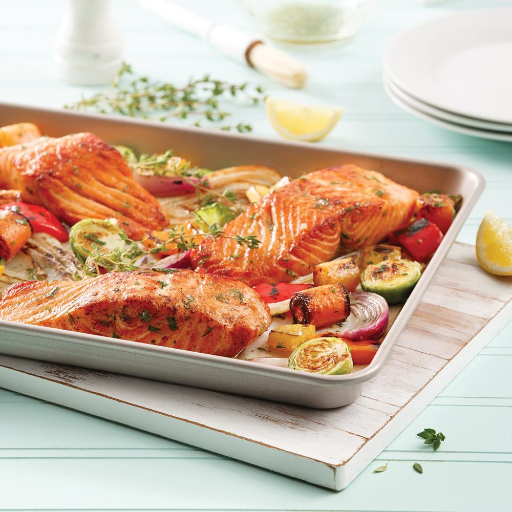 Saumon et légumes à l'érable sur la plaque
