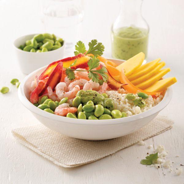 Poke bowl au riz de chou-fleur et crevettes