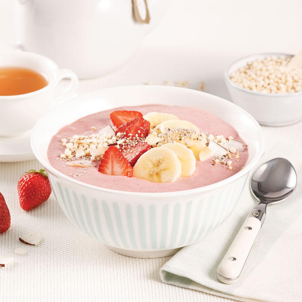 Smoothie bowl fraises, bananes et noix de coco