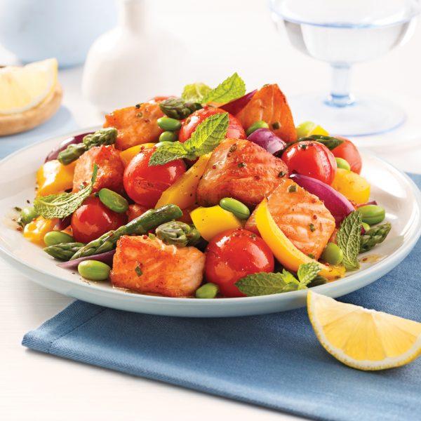 Sauté de saumon, edamames et légumes