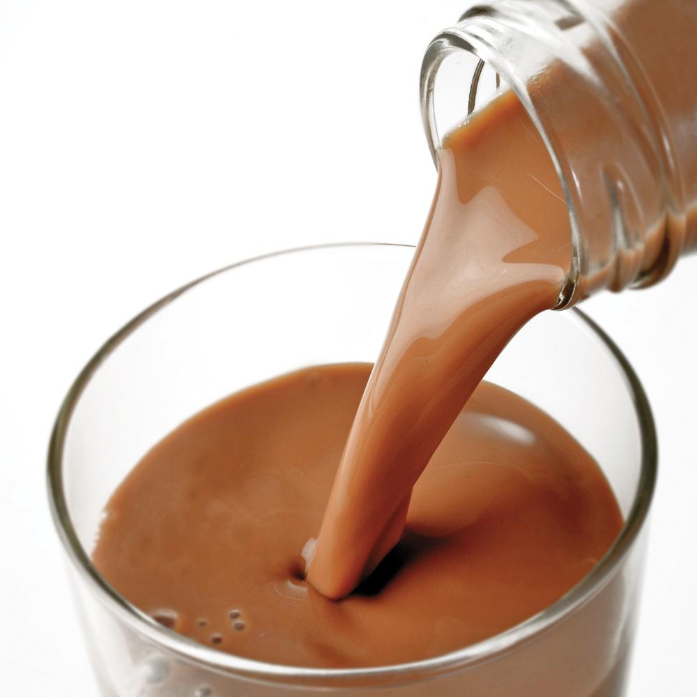 Vrai ou faux ? Le lait au chocolat contient les mêmes éléments nutritifs que le lait nature.