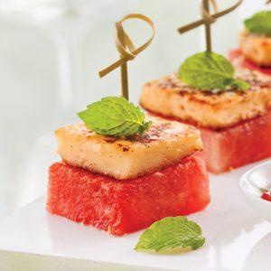Bouchées de melon d'eau au halloumi grillé