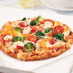 Pizza aux légumes sur pita