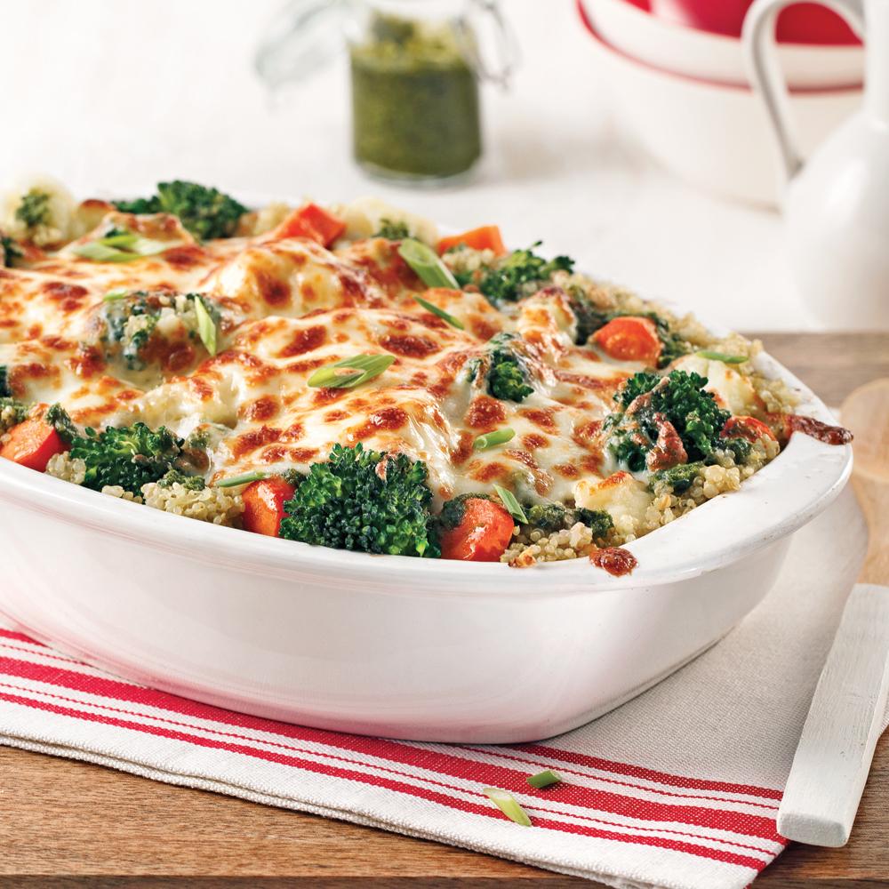 Casserole de quinoa au pesto et aux légumes