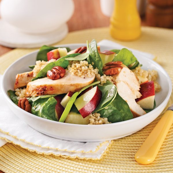 Salade de quinoa au poulet, épinards et pommes