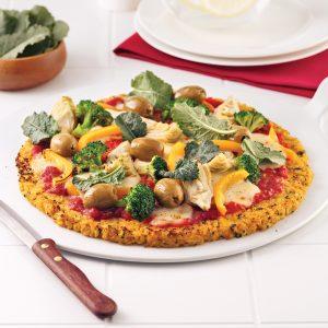 Pizza aux légumes avec croûte de chou-fleur
