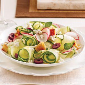 Salade de concombres, olives et feta
