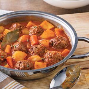 Ragoût de boulettes au riz et sauce tomate