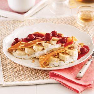 Crêpes protéinées au yogourt, bananes et noix de Grenoble