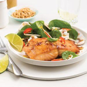 Salade-repas asiatique au saumon poché à l'érable