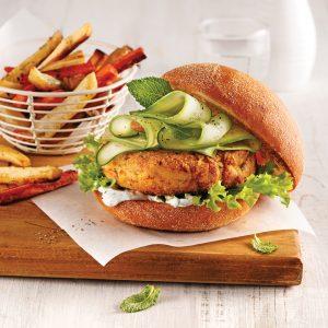 Burger végé et frites de légumes-racines
