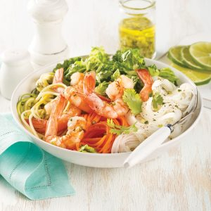 Salade de vermicelles, crevettes, courgettes et carottes