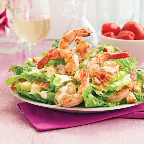 Salade César aux crevettes grillés et zestes de lime