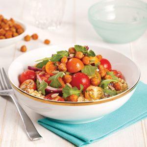 Salade de quinoa aux tomates et pois chiches rôtis