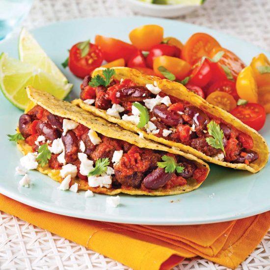 Tacos végétariens aux haricots rouges avec salade de tomates