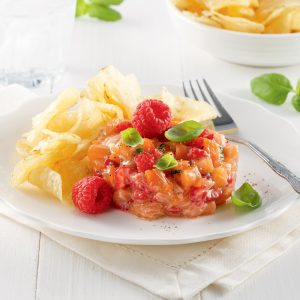 Tartare de saumon, framboises et basilic