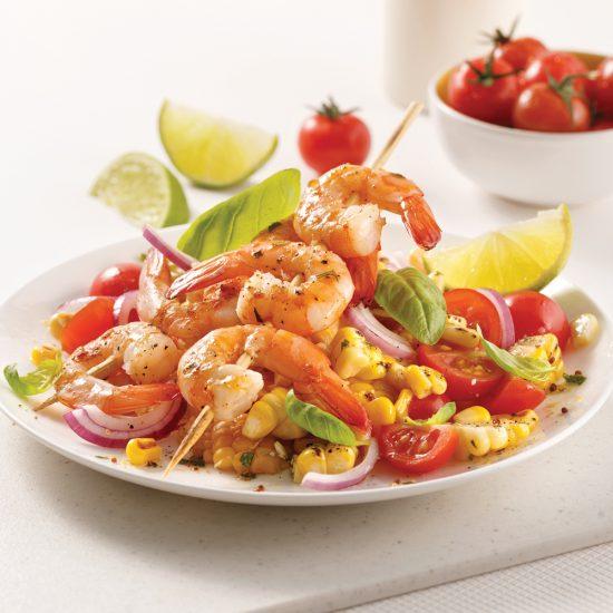 Brochettes de crevettes cajun et salade de maïs