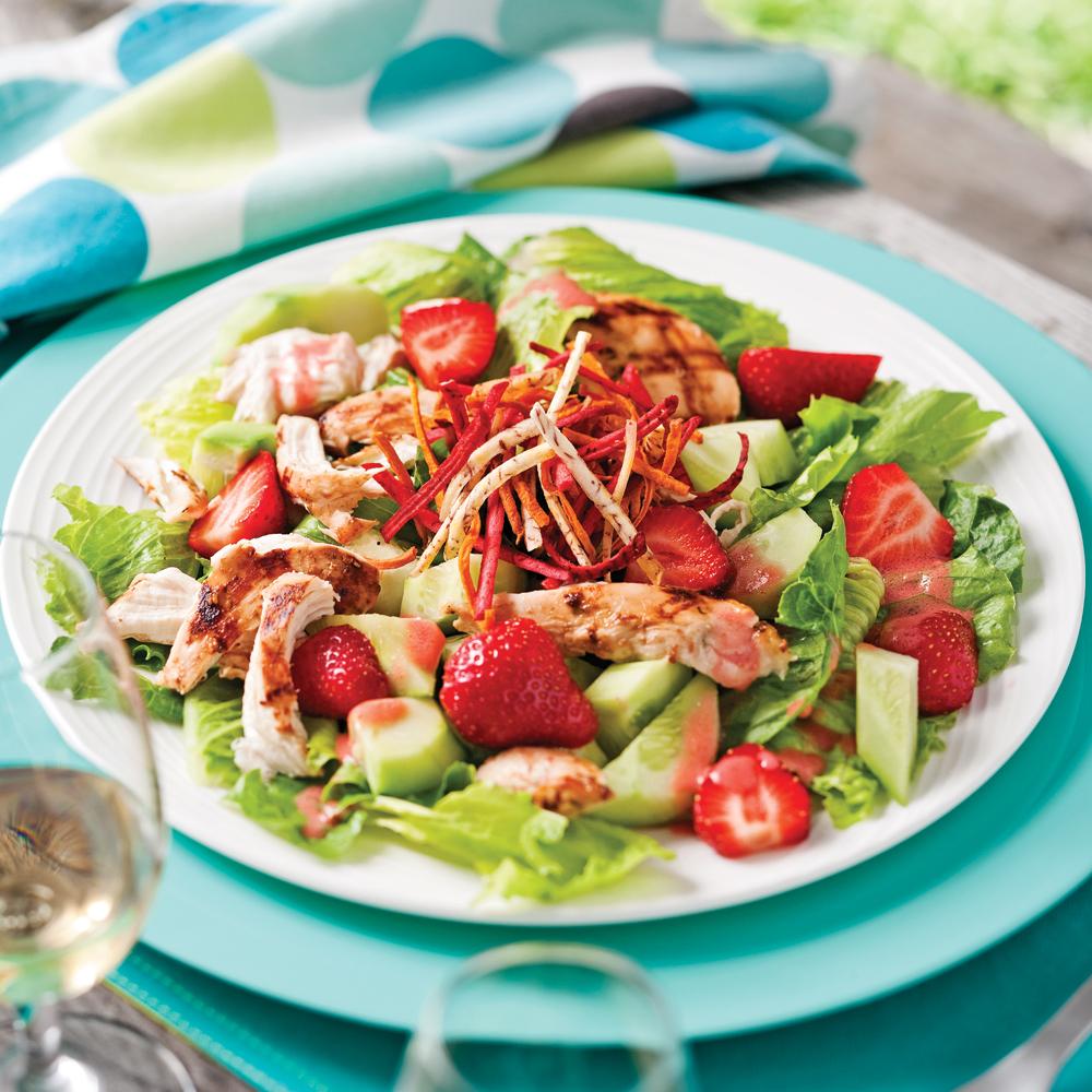 Salade de poulet grillé délicieusement fruitée