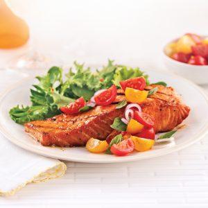 Saumon grillé au miel épicé et salade de tomates cerises