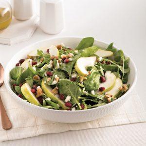 Salade de poires, mâche et bébés épinards